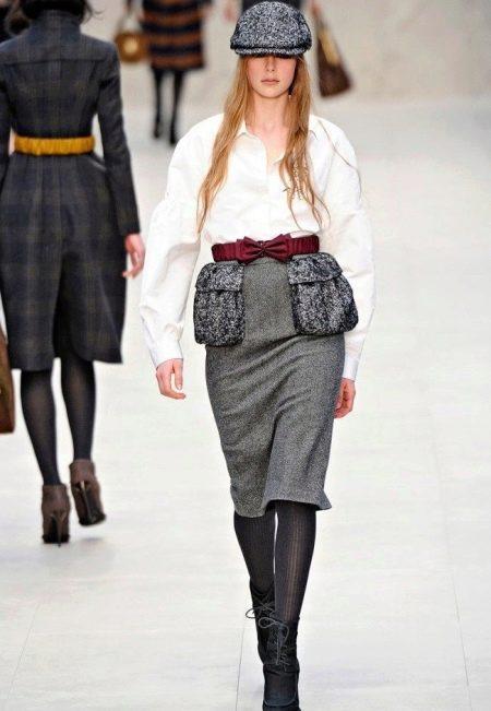 Прямая юбка с накладными карманами для женщин с фигурой типа перевернутый треугольник
