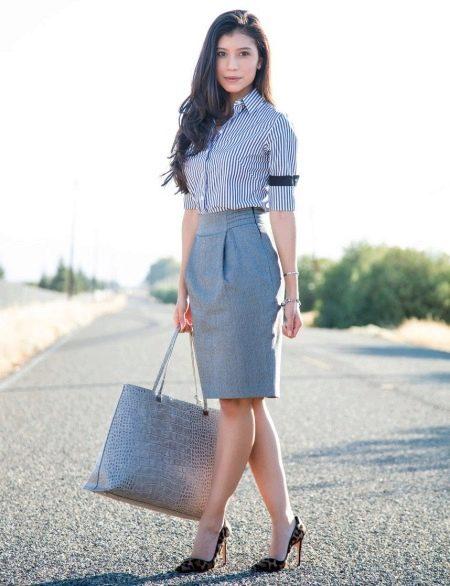 Серая хлопчатобумажная юбка карандаш - деловой образ