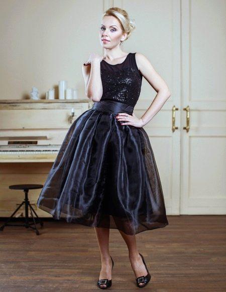 Черная юбка колокол из органзы в сочетании с черным топом