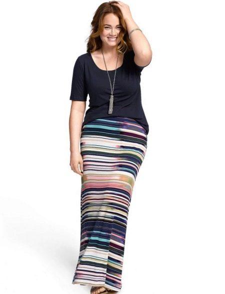 Длинная юбка в цветную полоску