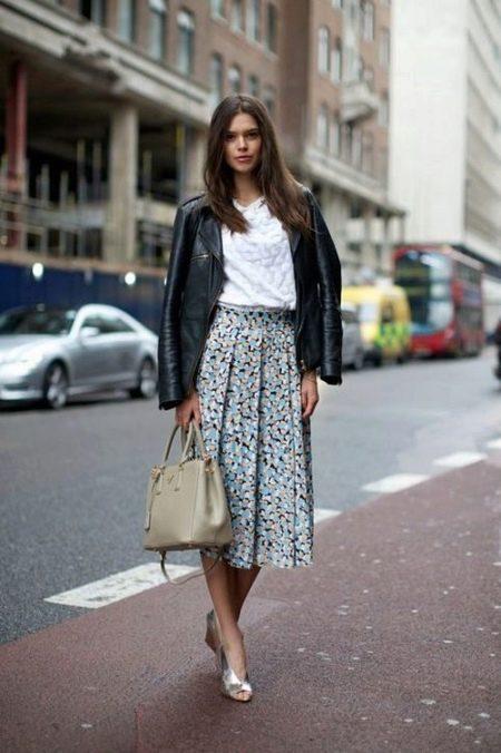 Расклешенная трапециевидная юбка ниже колена для девушек с широкими бедрами