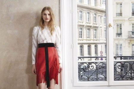 Красная юбка с бахромой