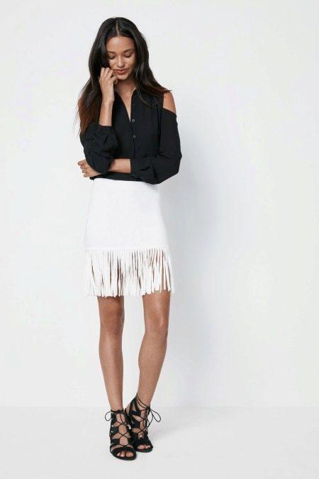 Белая юбка с бахромой