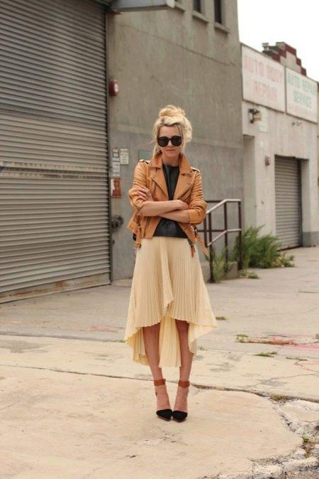 Юбка со шлейфом и легкой асимметрией