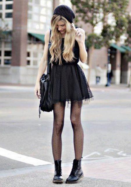 Черная юбка телесные колготки