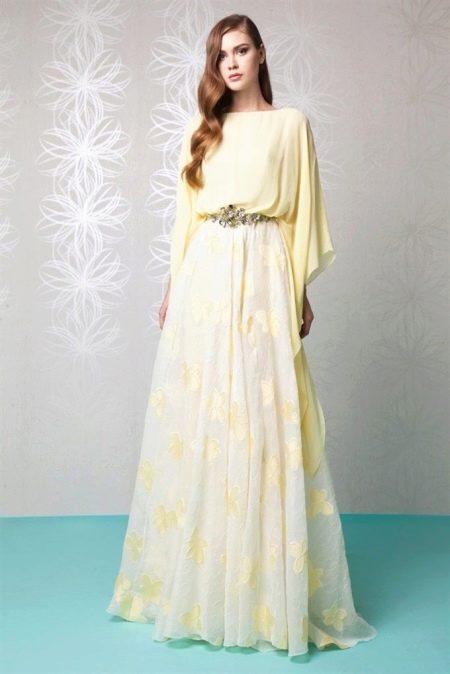 e33ed89544e71e1 Благодаря популярности богемного стиля, актуальны длинные многослойные  платья из креп-шифона.