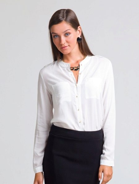 657e0ed2241 Такие блузки шьют с классическим длинным рукавом. Иногда рукав  заканчивается манжетом. Есть блузки и с коротким рукавом