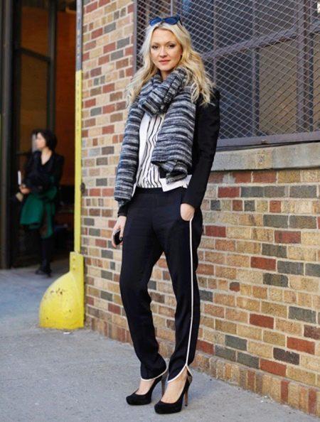 Спортивные брюки женские (108 фото): широкие и модные приталенные варианты, спортивные брюки адидас и найк, с чем носить и как выбрать