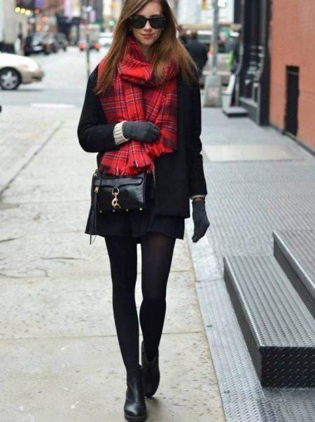 Черное  с красным шарфом