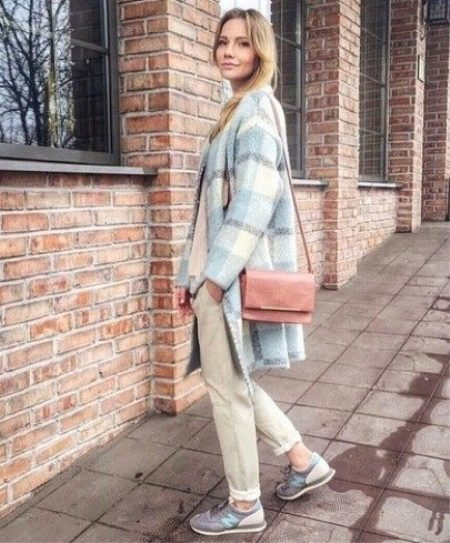7ebee9bc Выбирайте пальто с четкими геометрическими линиями, без лишних декоративных  элементов. Избегайте рюшей, оборок, моделей с расклешенным низом в стиле  new ...
