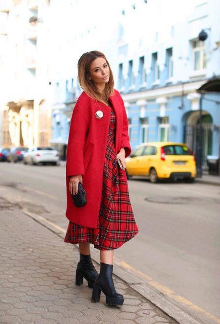 9b48c6202ed Произвести впечатление за ужином в ресторане или на светской вечеринке  поможет красное пальто