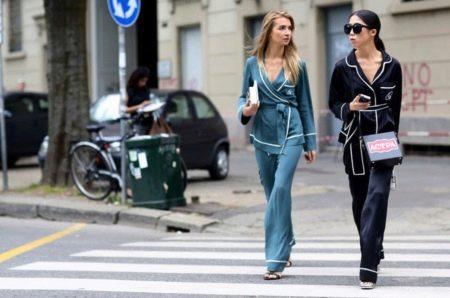 Внешне он напоминает классическую мужскую пижаму с удобными широкими брюками  и жакетом-рубашкой. Обычно его шьют из шелка 1dd83154581d4