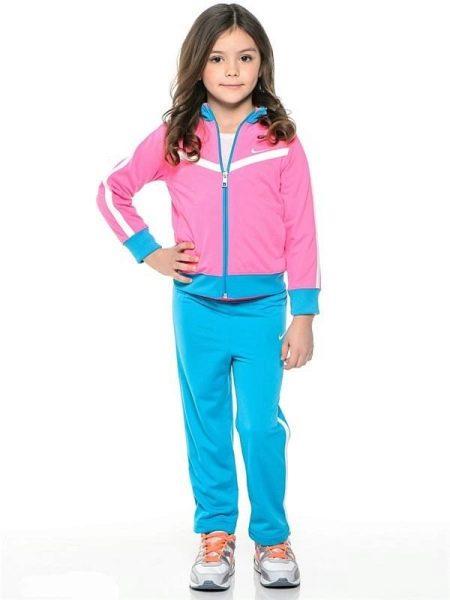 2138ccbd С первого взгляда можно узнать традиционный стиль Nike. Одежда очень  удобная, не стесняет движений, смотрится современно. Детский спортивный  костюм ...