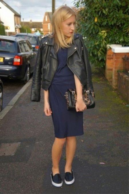 Классическое платье и слипоны