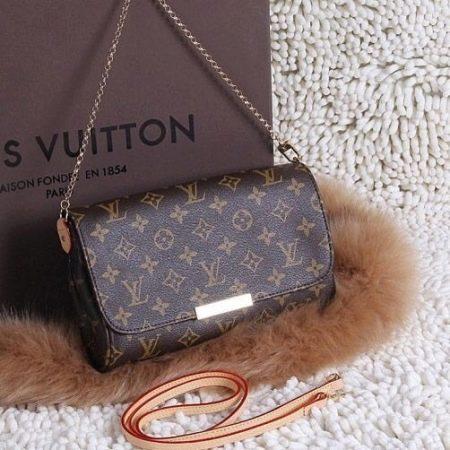 e07270636601 При этом выглядеть он будет, как весьма дорогая сумочка. Театральные клатчи,  стеганные, из крокодиловой ...