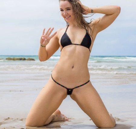 Испытание больших видео девушки в откровенных купальниках