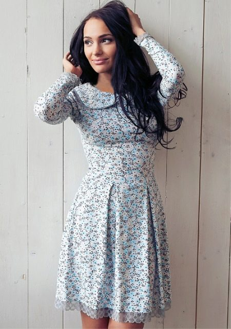 Легкий летний лук, подчеркивающий все прелести женственной натуры. Белое  платье с коротким рукавом имеет свободный крой, поэтому коричневый кожаный  ремешок ... 0c41dd1cebf