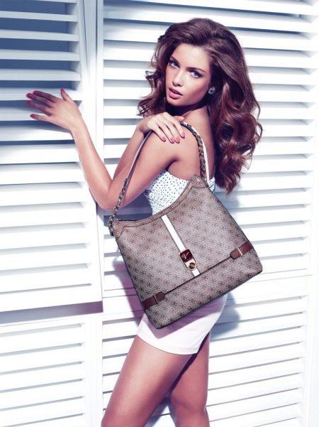 29ddec6f580e Не останавливает поклонниц марки высокая стоимость изделий  покупательницы  считают, что сумки бренда – это не тот случай, чтобы экономить и покупать  ...