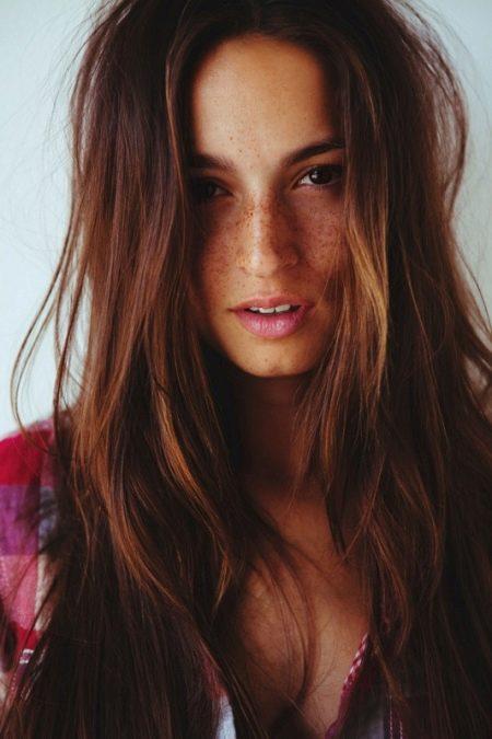 Какой цвет волос подойдет к смуглой коже с синими глазами