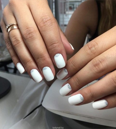 Ногти блестки белые