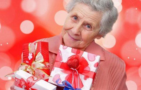 Что подарить женщине на 80 лет? Список лучших подарков на юбилей ...