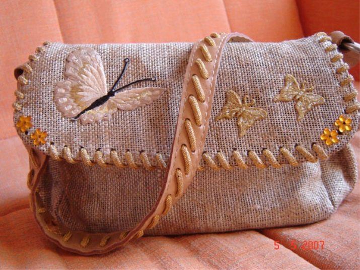 9edefe408dea Несмотря на то что ткань сама по себе довольно грубая, при правильном  пошиве и использовании декоративных элементов, такие сумки смотрятся очень  женственно ...