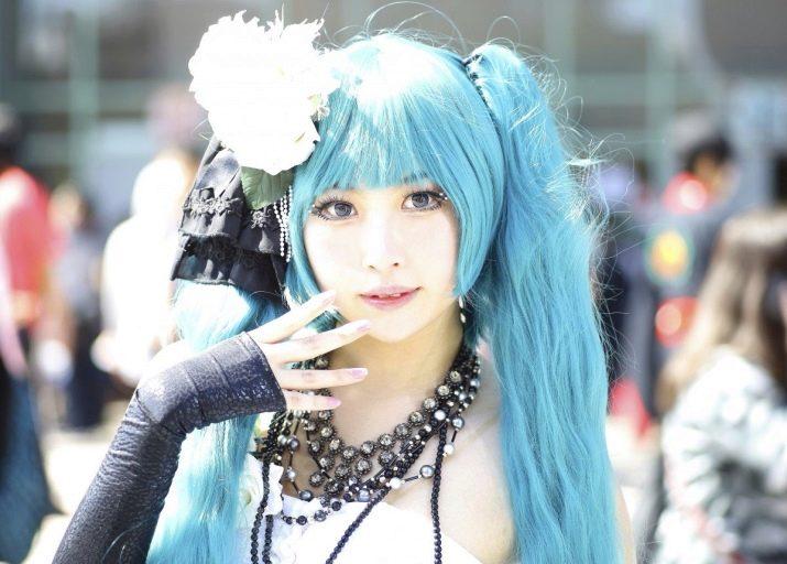 Концы волос синего цвета