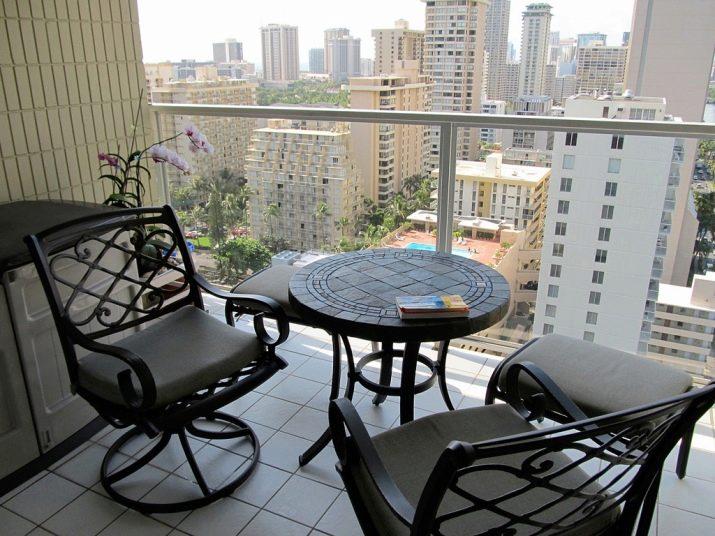 колбе столик на балконе фото устроила скандал петербургском